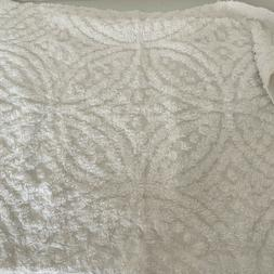 """Plow & Hearth 21"""" x 27"""" Wedding Ring Tufted Chenille White S"""