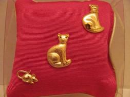 Vintage - CAROLEE Pin Pillow - Pink Pillow w/2 Goldtone CAT